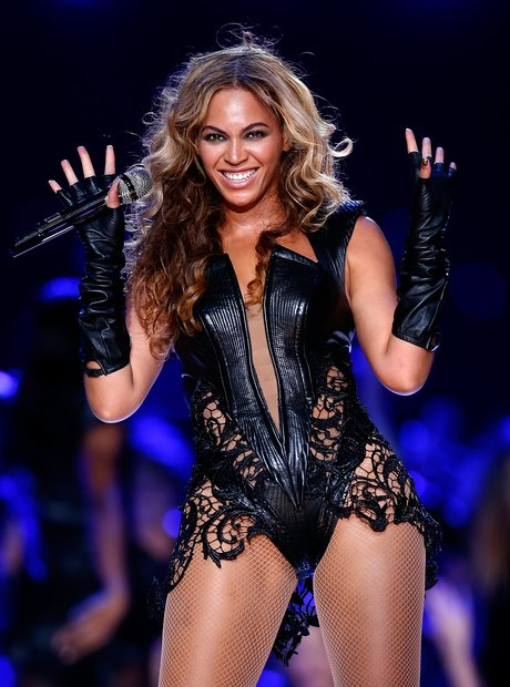 Beyonce performs at the Super Bowl 2013