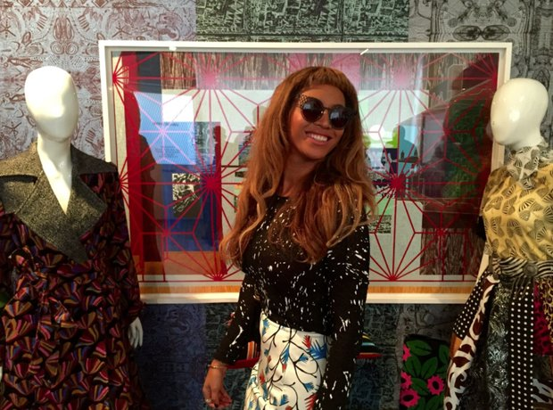 Beyonce selfie at London art show