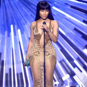 Nicki Minaj Disses Miley Cyrus Live On Stage at th